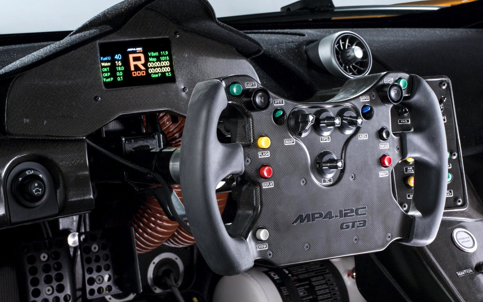 New-McLaren-MP4-12C-GT3-interior
